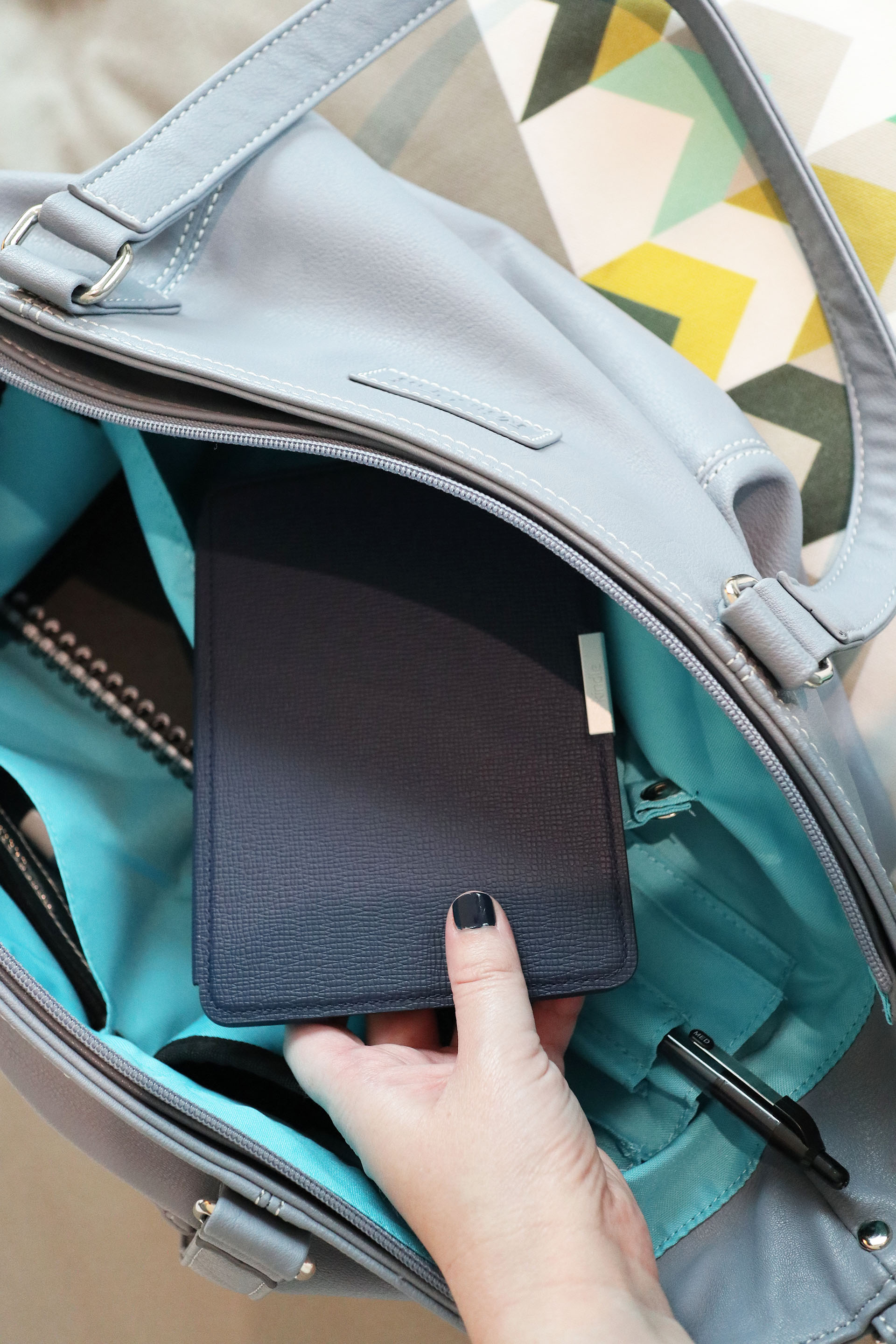 Taking my Kindle Paperwhite out of the Mia Tui Jennie