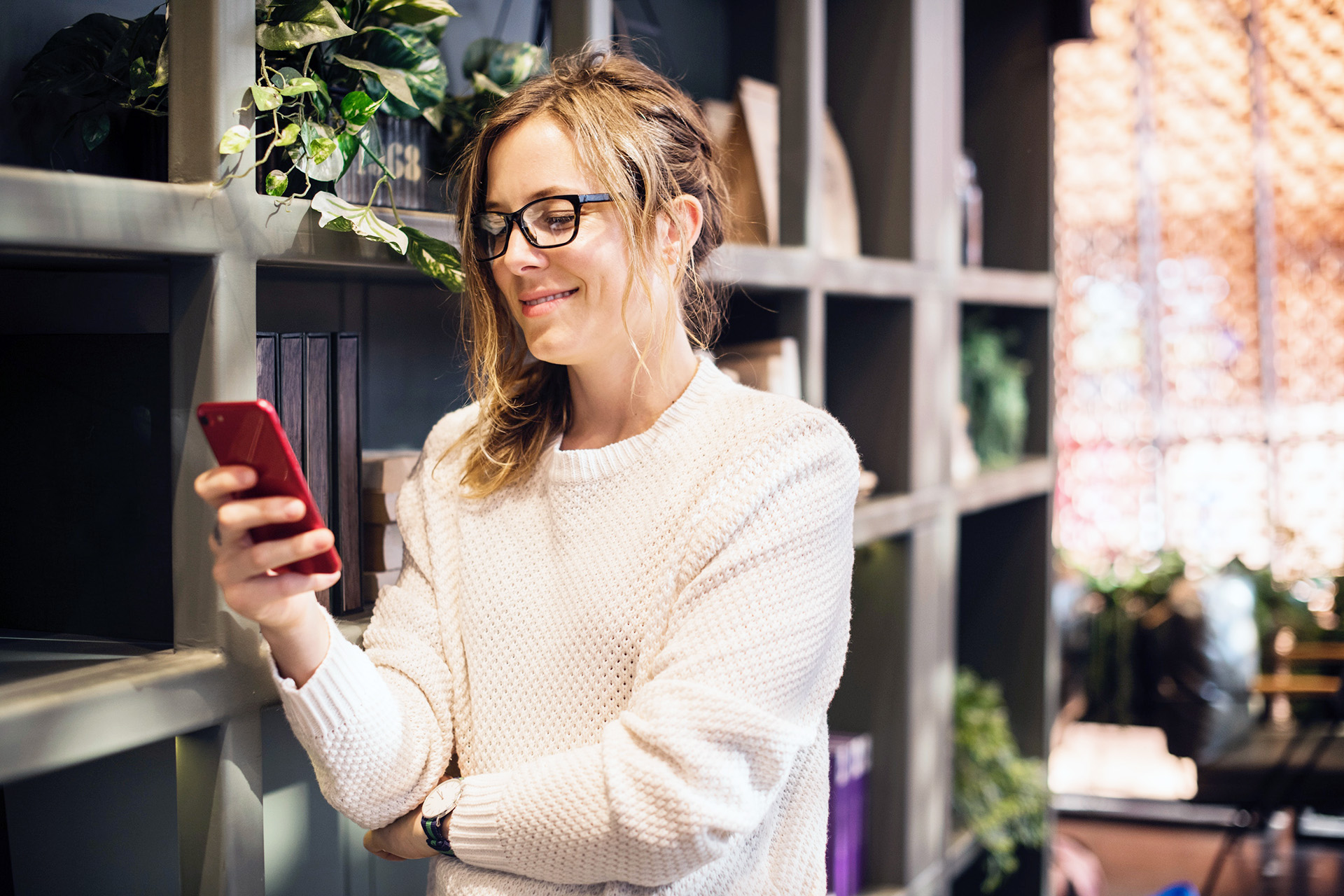 Pinterest Communities - what are they and how to create one. Woman looking at her phone and smiling